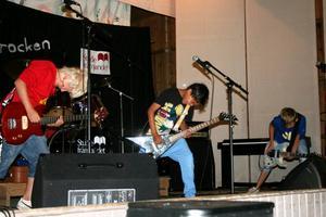 Först ut. Killarna i Brothers of Another Mother visade hur man rockar när de som första band klev upp på scenen.