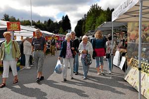 Ann-Britt Nilsson och Dagmar Fagergren, båda från Laxå besökte den 4 september Finnerödja marknad. Damerna har besökt marknaden varje år sedan år 1966.