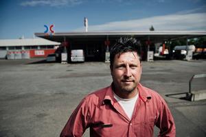 Vill erbjuda el. Mattias Sundström, OKQ8 Västhagagatan, vill erbjuda el vid sin mack.