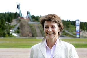 På plats i Falun kunde generalsekreteraren i internationella skidförbundet, Sarah Lewis, konstatera att arbetet med hoppbackarna nu har påbörjats, och att många viktiga steg har tagits.