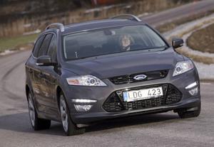 SOM FÖRUT. Utvändigt är det svårt att se att det här är en ny Ford Mondeo. De flesta förändringarna har skett på insidan. Jo, de trendriktiga LED-lamporna i spoilern fram är förstås nya för året. Ett EU-påfund som ligger nästan 40 år efter svenska belysningsregler.