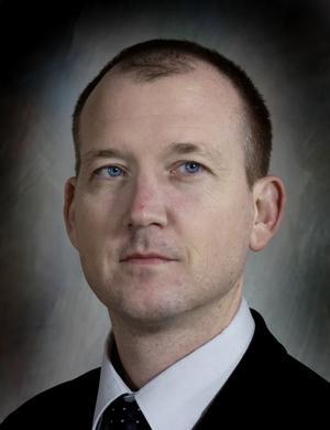 Thomas Esbjörnsson är avvaktande positiv till försöket med spetsutbildningar i högstadiet.
