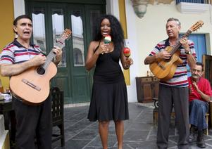 På varenda bar och restaurang i Havanna spelar en liten musikgrupp.