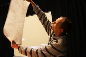 Philipp Hennevogl demonstrerade sin arbetsteknik för publiken på Härjedalens Kulturcentrum