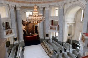 Interiör från Drottningholms slottskyrka. Här döps prinsessan Madeleine och Christopher O'Neills dotter Leonore.