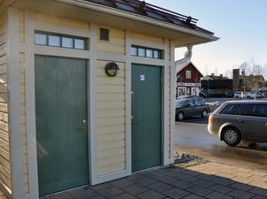 Toalettbyggnaden vid COOP-parkeringen.