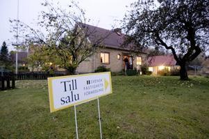 Husvisning. Få hus till försäljning i kombination med en låg ränta, driver upp priserna. Trots detta ligger priserna i Gävle under rikssnittet.