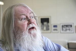 Stefan Daagarsson gör sin sista utställning med egenproducerad konst.