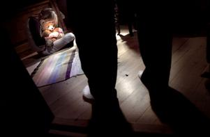Enligt åtalet mot mamman och styvpappan ska barnen mer eller mindre regelbundet ha blivit både slagna och bestraffade genom att stängas in i en mörk källare.