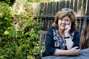 """Uppskattad författare. Med """"Aprilhäxan"""" blev Majgull Axelsson en av Sveriges mest uppskattade författare. Nu är hon tillbaka med """"Moderspassion"""", en roman om moderskapet,                det sociala arvet och vad skuld och skam gör med oss."""