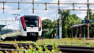 Tågspåren mellan Fagersta och Ludvika har under en längre tid varit i dåligt skick och orsakat mindre urspårningar och störningar. Efter att arbetet blivit försenat ska nu ombyggnationerna påbörjas den första veckan av augusti. Arbetet ska ske nattetid, men trots det så beräknas några minuters förseningar att uppstå.