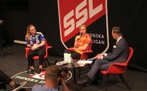 Elin Björkman frågas tillsammans med Sirius Maja Liljeroth ut av Patrik Åman under SSL:s upptaktsträff i Stockholm.
