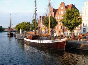 Solen håller på att gå ner över Lübeck!