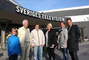 Några av vinnarna i GD:s SMS-tävling som ingick i publiken i kvällens avsnitt, från vänster Melker Persson, Göran Jonsson, Peter Jansson, Linnea Skalk, Jenny Lennefeldt och Jens Hildingson.