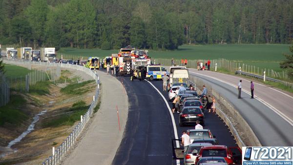 Det blev långa köer i trafiken efter den svåra olyckan på lördagskvällen.