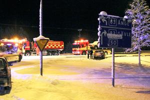 Två bilar krockade på söndagskvällen i korsningen mellan riksväg 83 och Bornvägen.