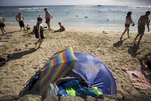 Myndigheter vill köra bort hemlösa från Waikikis stränder.