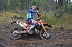 Adam Andersson vann med drygt en minuts marginal.