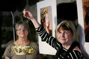 Konstnärerna Agneta Oledal och Gitt Grännsjö-Carlsson ställer ut kronor i museets gamla stensal. Utställningen har öppet 14.00-17.00, onsdag-söndag.