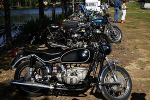 Veteranmotorcyklarna glänste ikapp med solen under premiärträffen.