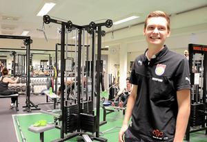 Lockar. Intresset för träning ser ut att öka hela tiden konstaterar Adam Larsson som jobbar i receptionen.