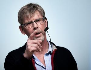 Landstingsstyrelsens ordförande Gunnar Barke (S) försvarar i dag bokslutet för 2016 i fullmäktige. Han lär få frågor om personalsituationen.