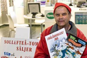 Yngve sålde de gamla klassiska jultidningarna varje år. Här i Oskarsgallerian i Örnsköldsvik.
