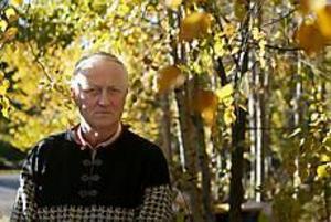 Foto: LASSE HALVARSONVäcka debatt. Bengt Jakobsson förlorade sin hustru Sol-Britt i somras. Hennes cancer upptäcktes för sent på grund av en borttappad remiss. Han vill nu väcka debatt om sjukvården; alla ska få den hjälp de behöver.