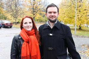 Kajsa Robin och Niclas Sandin från RFSL Roslagen.