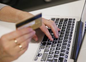 Tekniken att stoppa bedrägerierna finns, men bankerna ids inte, skriver Gittan.