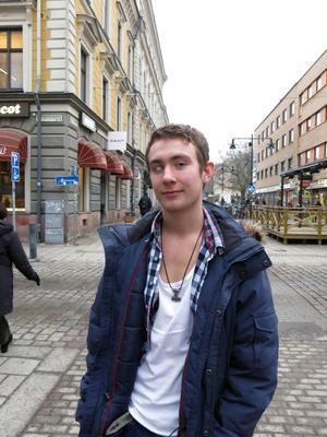 Sebastian Myhrberg, 18 år, studerande, Ockelbo– Med familjen. vi äter fin middag och tårta. När man var mindre var det mer firande med väckning och sång.