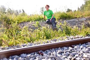 Monica Henriksson, kommunkandidat (C), sitter där tågperrongen ska ligga om den folkliga opinionen växer sig stark.