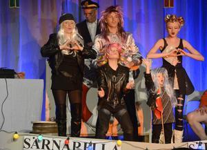 Familjen Leijonclou med fr.v: Sara, Amadeus, Per, Amelia, och Alva rockar loss.
