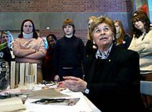 Foto: LEIF JÄDERBERG Överlevde helvetet. Magda Eggens har skrivit flera böcker om det hon genomlevt som judinna under nazisternas skräckvälde.  I går mötte hon Norrsätraskolans nior.