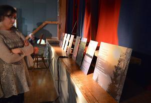 Eva Östling och Siw Persson bidrar med poesi till Janina Östlings foton.