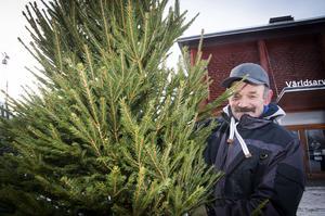 Julgransförsäljeren Henrik hade många granar till salu.