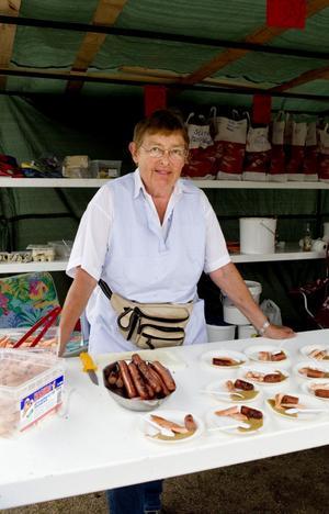 400 delikatesstallrikar har Sonja Thunborg förberett dagen till ära.