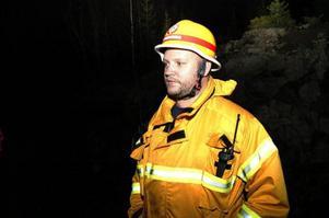 Skadeplatschef Niklas Gustafsson från Järpens räddningstjänst ledde insatsen i väglöst land som tog flera timmar.Foto: Elisabet Rydell-Janson
