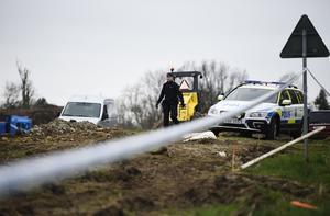 Polis skickades till platsen för att göra avspärrningar och genomföra undersökningar.