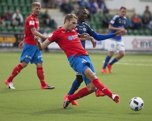 Frederik Helstrup Jensen och Pa Dibba när GIF Sundsvall mötte Helsingborgs IF på Norrporten arena i Sundsvall.