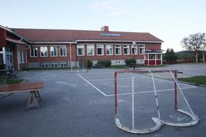 I förslaget föreslås eleverna på Fröstuna skola få flytta till Backens skola i Harmånger.