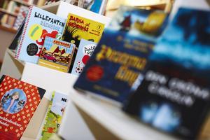 Bokstart är en satsning som ska stödja små barns språkutveckling, bland annat genom att småbarnsfamiljer får bokpaket hemlevererade.   Foto: FREDRIK PERSSON/TT