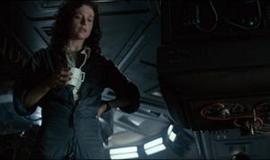 Alien (1972). Säga vad man vill men Ridley Scotts mästerverk med Sigourney Weavers kamp mot rymdmonstret tåls att ses – om och om igen.