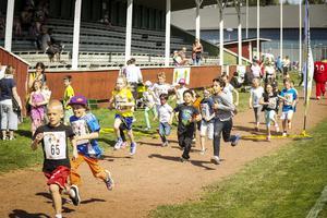 Över 90 barn hade anmält sig till det första av loppen.