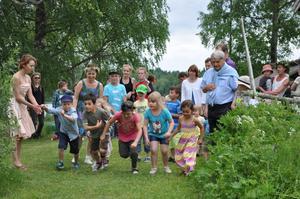 Midsommarfirande i Hjulsjö med Hjulsjö byförening och byborna.
