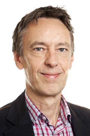 Mats Wingborg, född 1958 i Ludvika, är journalist, författare och föreläsare specialiserad på global arbetsmarknad, utbildningspolitik samt högerextremism.