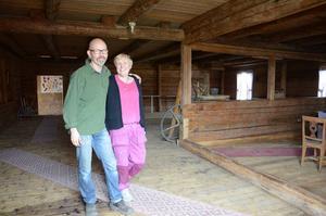 Lasse och Eva Hägglund i Segersta har bytt ut en hektisk tillvaro mot mer till tillsammans med varandra och barnen.