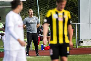 Anders Strandlund tog över tränarsysslan i Ånge IF i augusti. Klubben tycker att han gjorde ett bra jobb och vill sätta sig ned och prata framtid med honom.