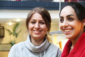 – Utbildning är det allra viktigaste för världens kvinnor, tycker Nadia Tizabi och Zahra Hajireza från Iran.