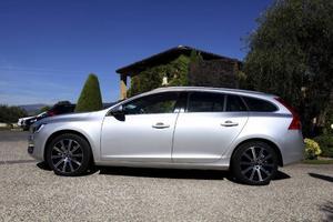 Smidig kombi men med sportig känsla. Volvo V60 har fått nya skarpare linjer för att ge mer dynamik till utseendet.Foto: Lennart Pettersson